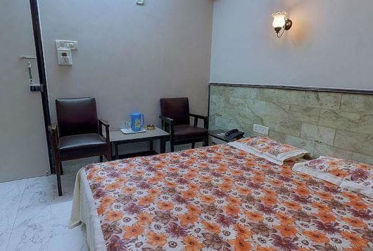 Hotel Unicontinental, Khar West, Hotel Unicontinental