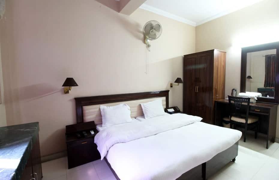 Hotel Nuova, M G Road, Hotel Nuova