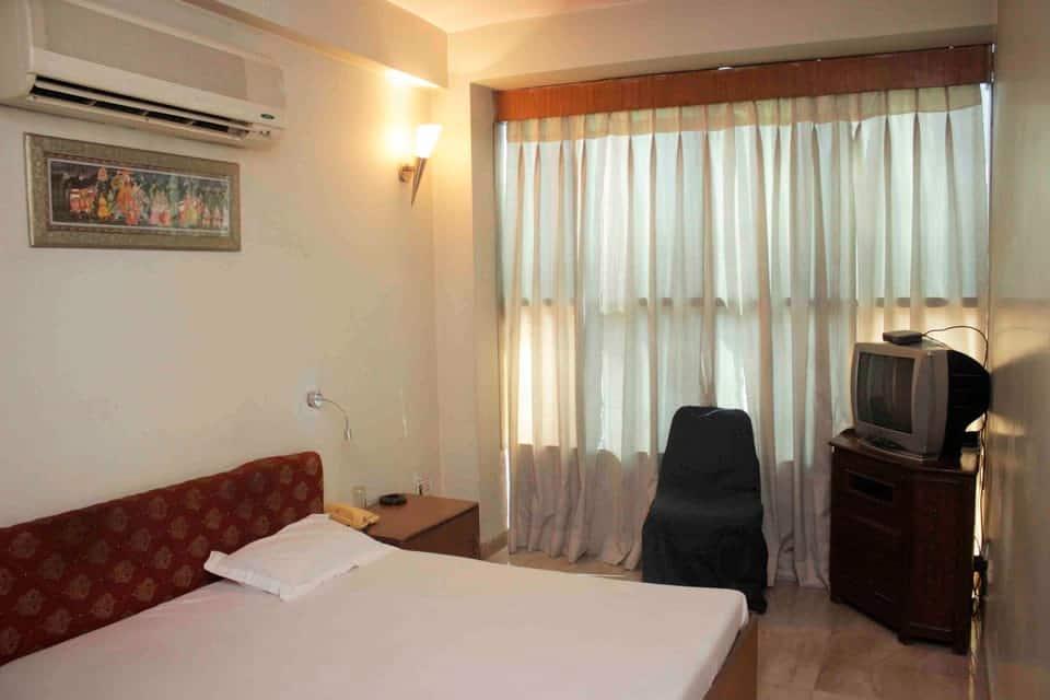 The Dhamu Hotel, Station Road, The Dhamu Hotel