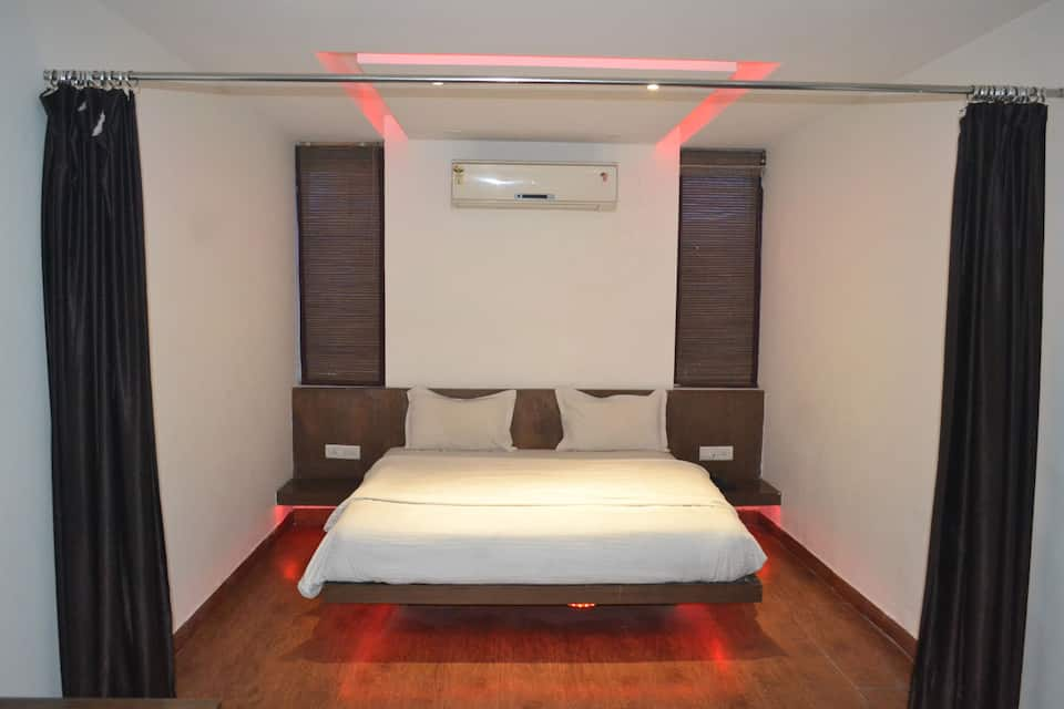 Semi Deluxe Room Only