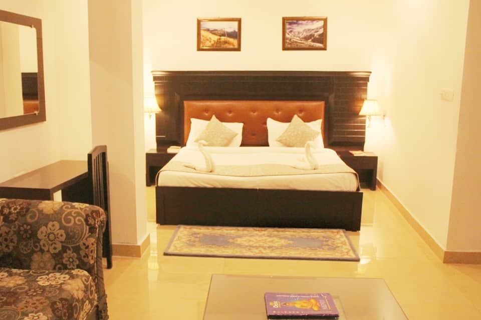 Premium Room with Ganga View Room  Breakfast