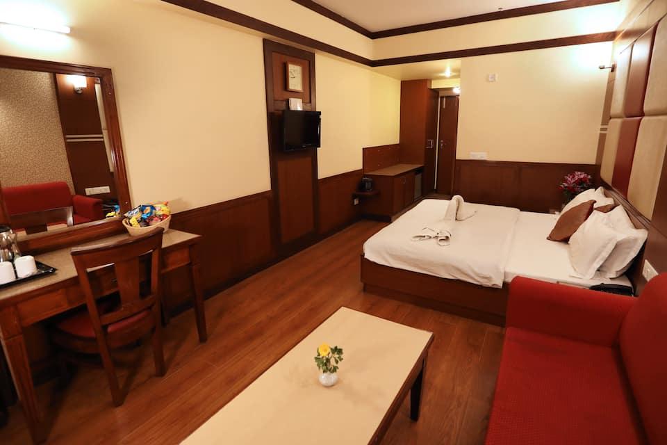 Hotel Vishnu Palace, Mall Road, Hotel Vishnu Palace