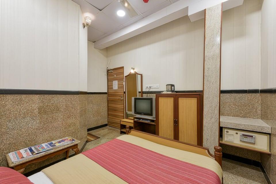 Hotel Royal Castle(Wi Fi Enabled), Mumbai Central, Hotel Royal Castle(Wi Fi Enabled)