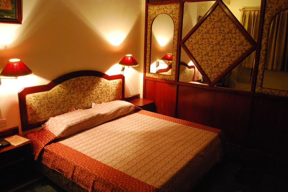 Charans Club & Resort, All India Radio, Charans Club  Resort