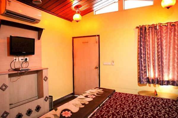 Hotel Mahadev Regency, Station Road, Hotel Mahadev Regency