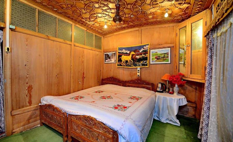Golden Crest Houseboat, Dal Lake, Golden Crest Houseboat