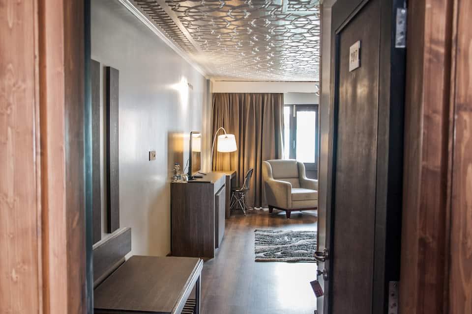 Hotel Ahdoos, Residency Road, Hotel Ahdoos