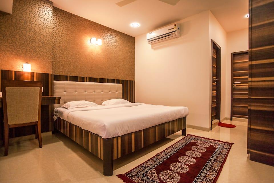 Hotel Sai Moreshwar, Near Temple, Hotel Sai Moreshwar