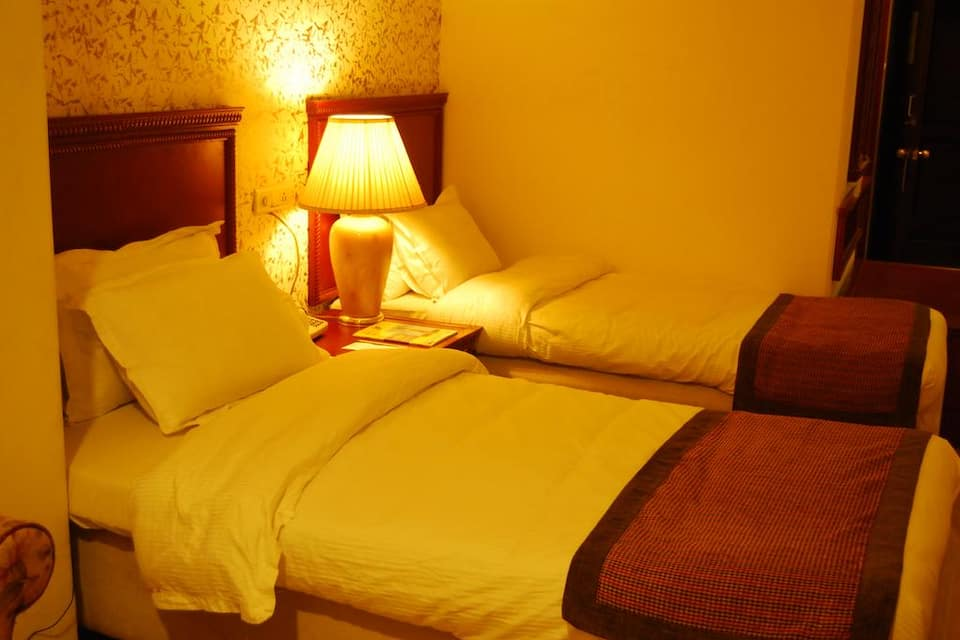Mohan Hotel, Charbagh, Mohan Hotel
