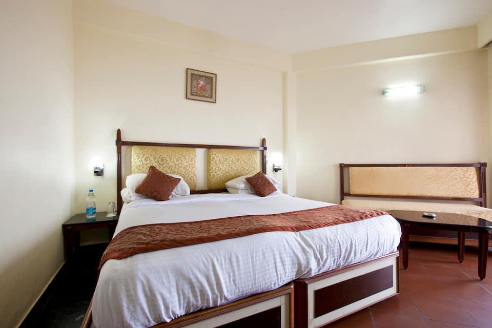 Hotel Shree Hari, New Marine Drive Road, Hotel Shree Hari