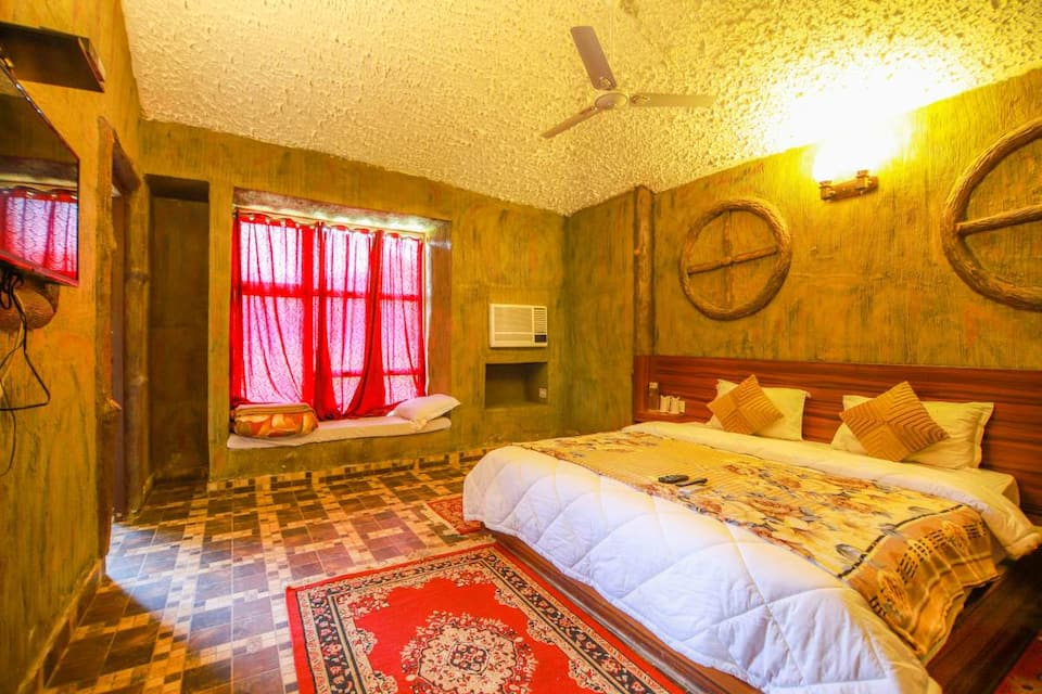 Independent Cottage Room with Breakfast and Dinner
