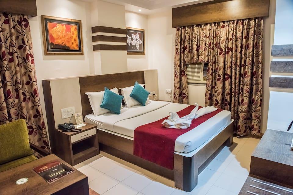 Hotel Pushpak, Budh Nagar, Hotel Pushpak