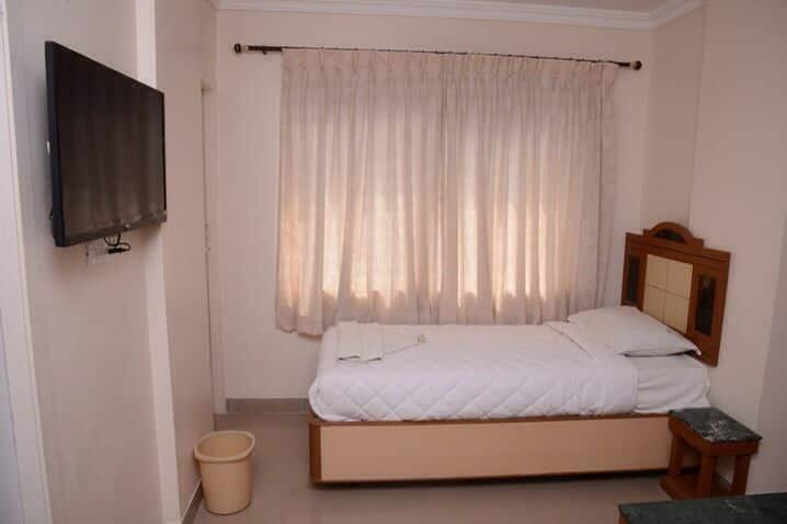 Hotel Vinayak, Geetha Hall Road, Hotel Vinayak
