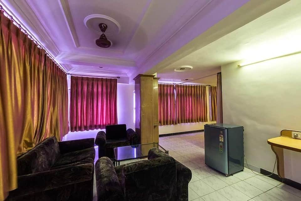Hotel Kirti, Teen Batti, Hotel Kirti