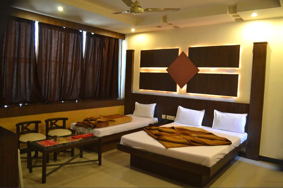 Deluxe Triple Bed Room Only
