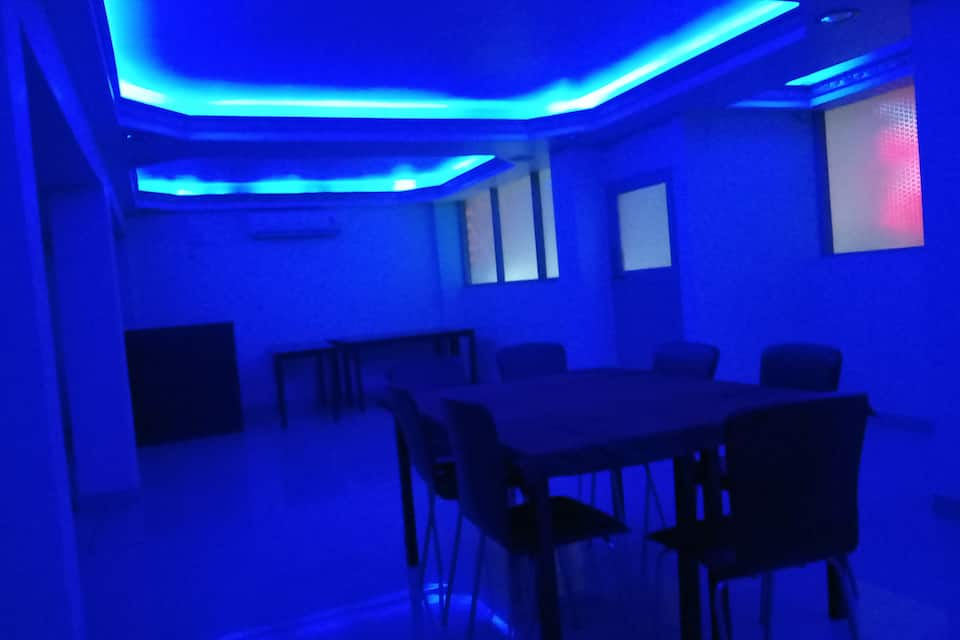 Hotel Mainak, Shadipur, Hotel Mainak