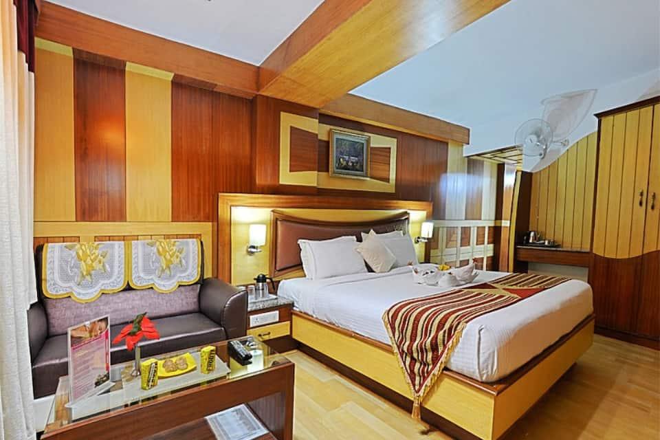 Royal Honeymoon Suite With Breakfast