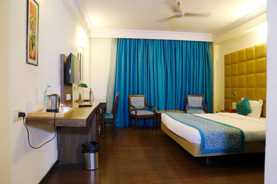 Deluxe Room with Breakfast - Staycation Rates