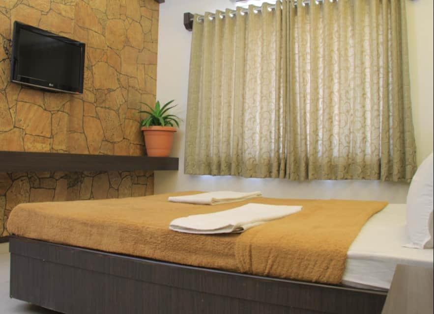 Hotel Sai Gurusthan, Near Temple, Hotel Sai Gurusthan
