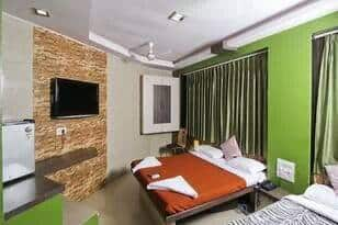 Hotel Crescent, Andheri East, Hotel Crescent