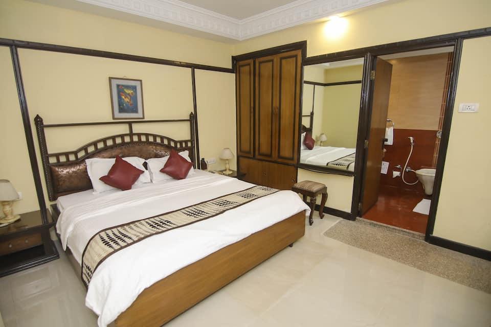 Lytton Hotel, Dharmatala, Lytton Hotel