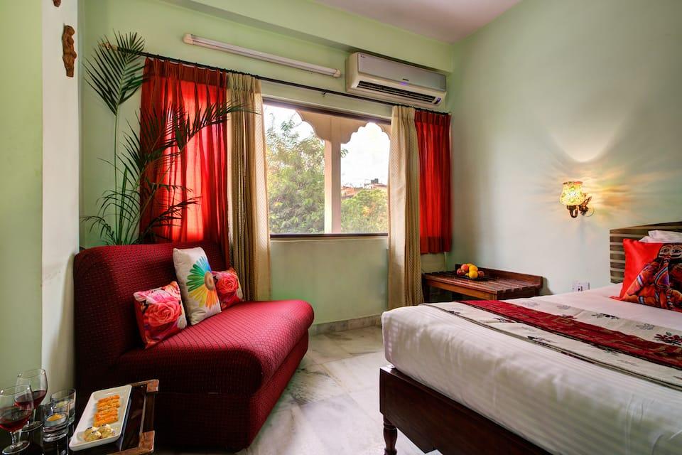 Hotel Sarang Palace, Bani Park, Hotel Sarang Palace