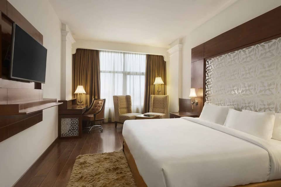 Executive King Bedded Room (Non-Smoking) with Breakfast