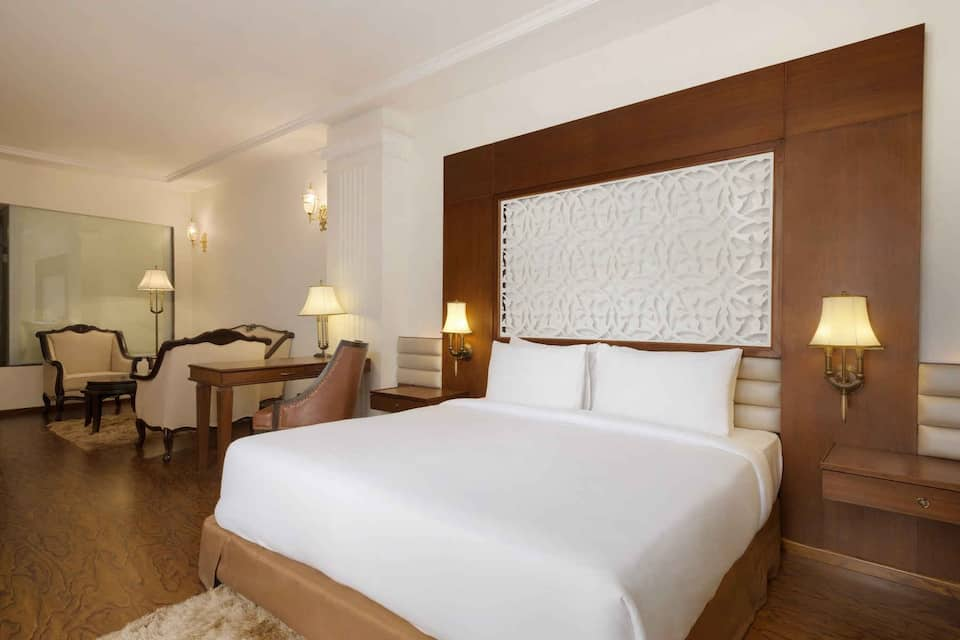 Executive King Bedded Room (Smoking) with Breakfast