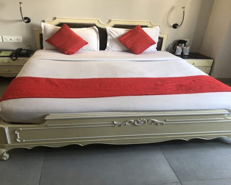 Double Deluxe Room Only