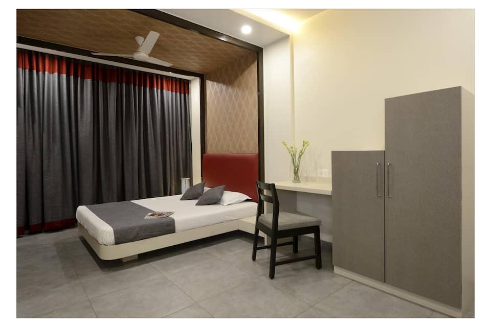 Hotel Rajmahal, Swargate, Hotel Rajmahal