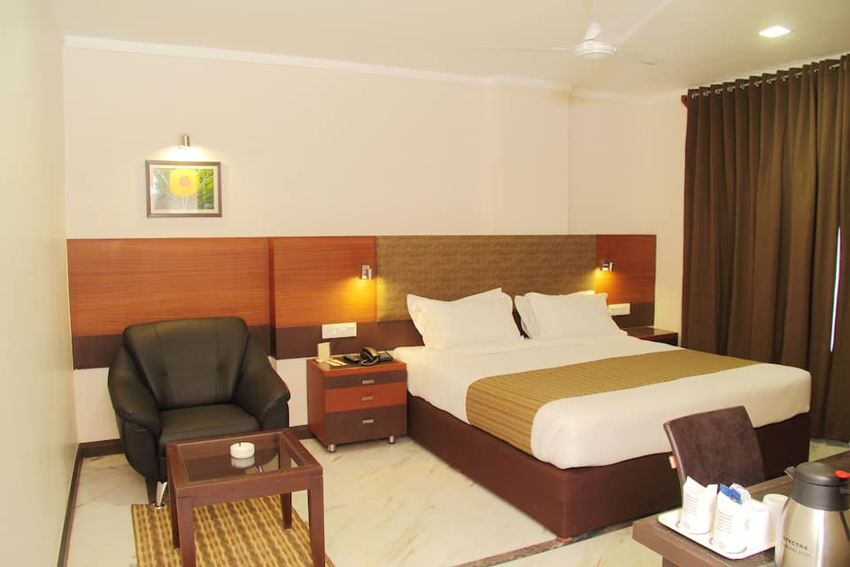 Amantra Royal Double Room with Breakfast