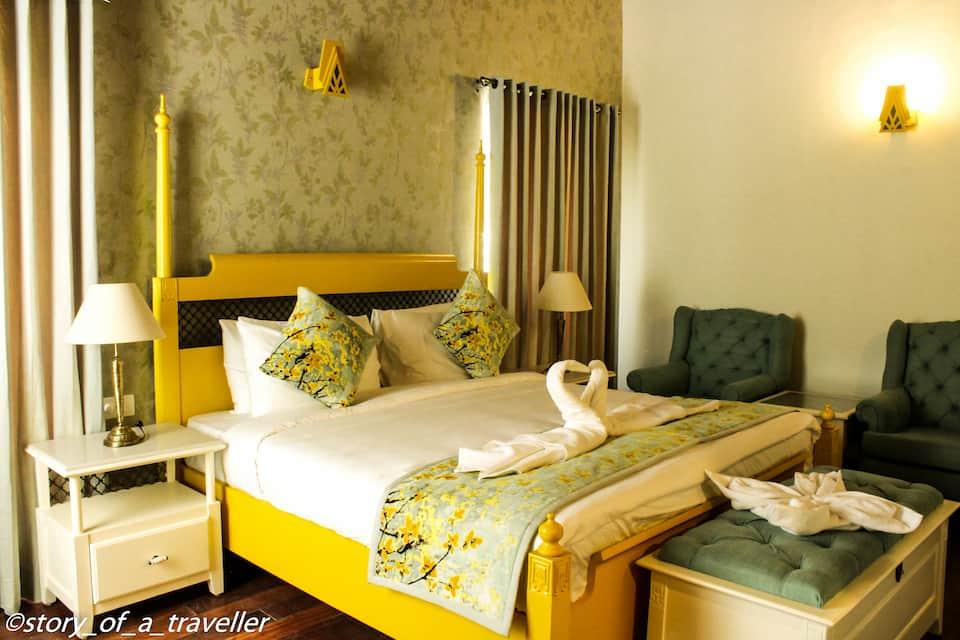 Hotel Pine Retreat, Mall Road, Hotel Pine Retreat