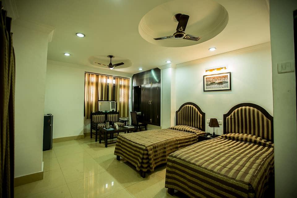 Deep Hotel, Vidhan Sabha Marg, Deep Hotel
