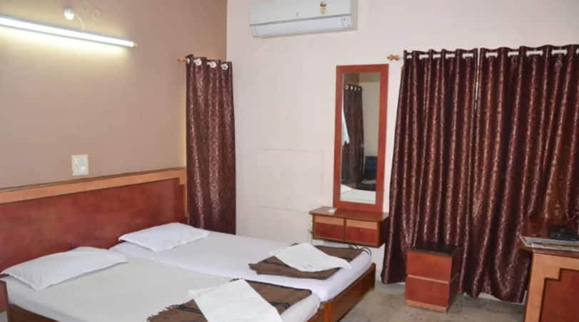 Hotel Saptagiri Deluxe, Abids, Hotel Saptagiri Deluxe
