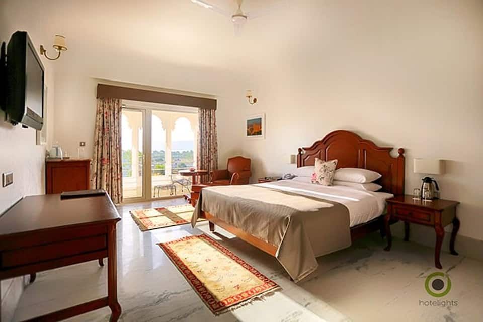 Hotel Fateh Niwas, Fateh Sagar Lake, Hotel Fateh Niwas