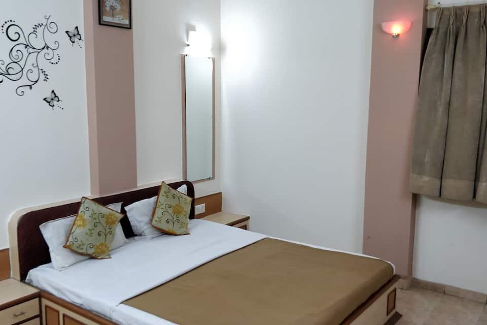 Hotel Damjis, Ashram Road, Hotel Damjis