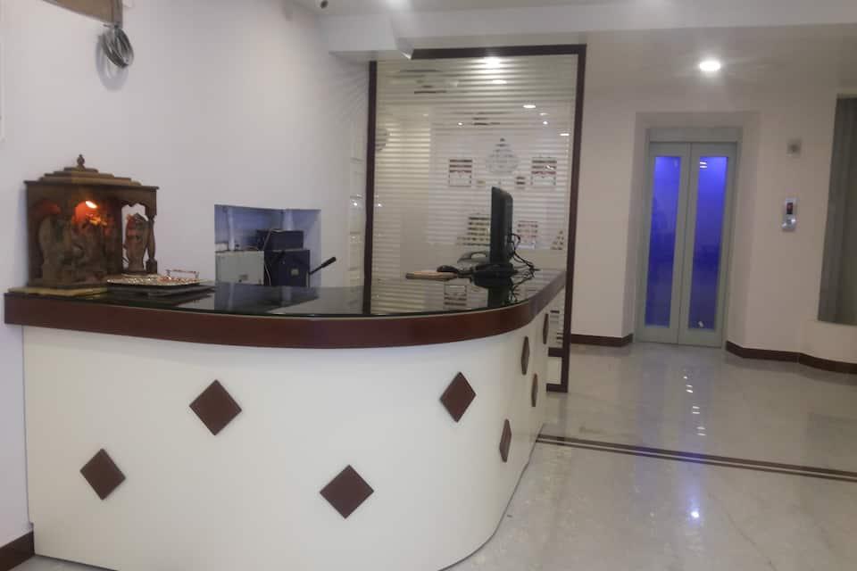 Hotel Nambi, Collector Office Road, Hotel Nambi