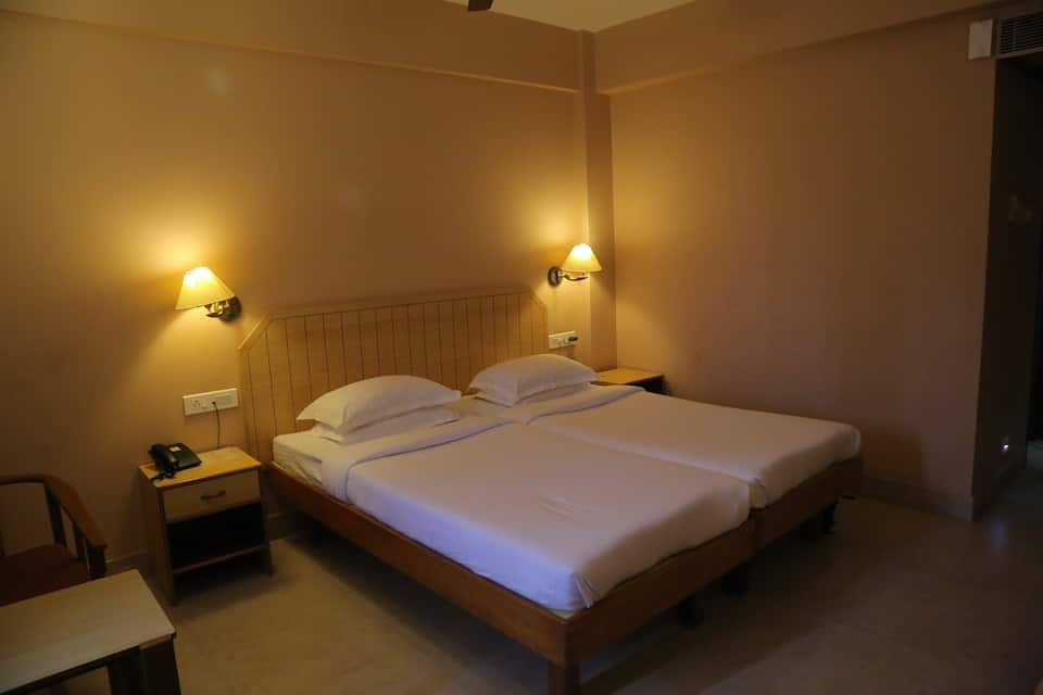 Hotel Surguru, Kamaraj Salai, Hotel Surguru