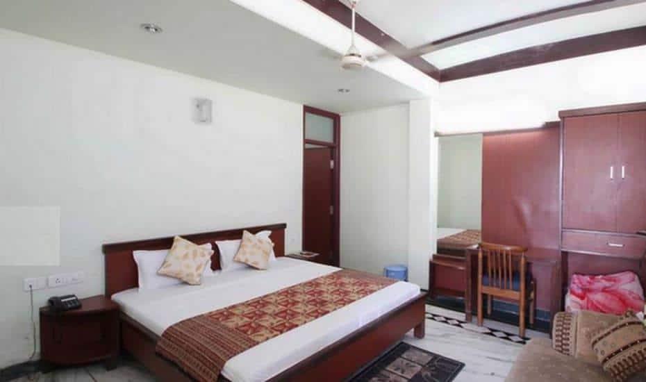 Hotel S.R. Palace, Sikandra, Hotel S.R. Palace