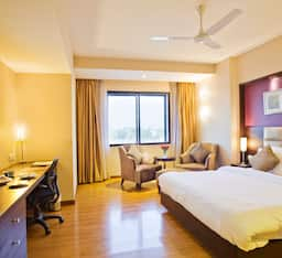 Hotel Lords Plaza - Surat