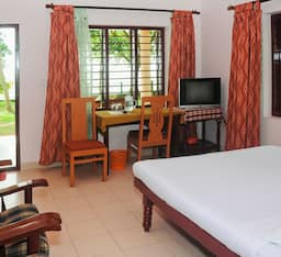 Hotel Illikkalam Lakeside Cottages