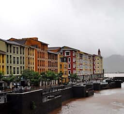 Hotel The Waterfront Shaw, Lavasa