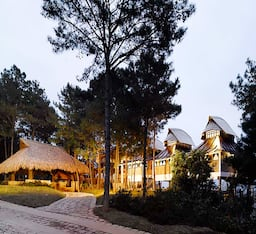 Hotel Ri Kynjai ( Heritage design)- Serenity By The Lake