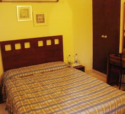 Hotel Pamposh Guest House