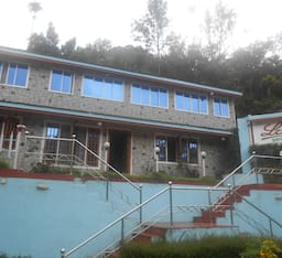 Hotel Lilly Gardens Holiday Home