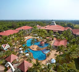 Hotel Ramada Caravela Beach Resort