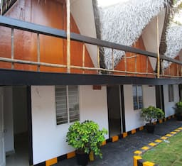 Hotel Hutte Royale Pacific