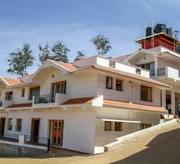 Hotel Berry Hills Resort