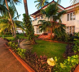 Hotel Riverside Villa with Pool