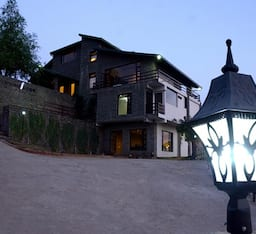 Hotel Woodsmoke Resort and Spa